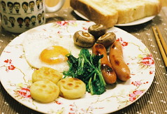 happy potatoes (bobby stokes) Tags: food breakfast mushrooms tea toast plate meat potato chopsticks sausages eggs friedegg feb anpanman spinach fullenglishbreakfast cathkidston