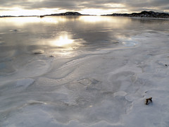 The big picture (Eva the Weaver) Tags: light sea snow ice gteborg shiny sweden gothenburg link archipelago association tenuous styrs farfetched tenuouslinks noncoloursincolour tenuouslinl