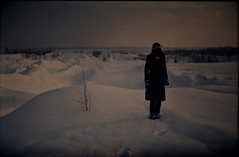 (leonhard.ktzel) Tags: winter snow film girl fuji grain negative expired underexposed fujinph400 minoltaxd7 35mm18