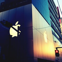 Apple Store Ginza (Satoshi H (a.k.a ARCH)) Tags: camerabag 2010 iphoneography iphone3gs