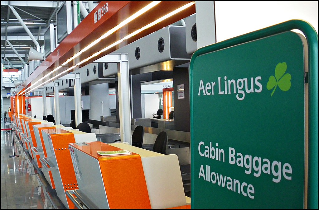 Aer Lingus, our irish national flag carrier, the check-in in Warsaw's Frédéric Chopin Airport! Enjoy your flights!:)