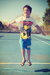 boys can fly (p.) Tags: boy smile vintage daylight flying child garoto happiness alegria sorriso rafael vignette menino highspeed voo voando nikond300