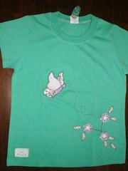 camiseta borboletas e flores (atelie piknik) Tags: flores patchwork joaninha borboletas apliques patchcolagem camisetascustomizadas