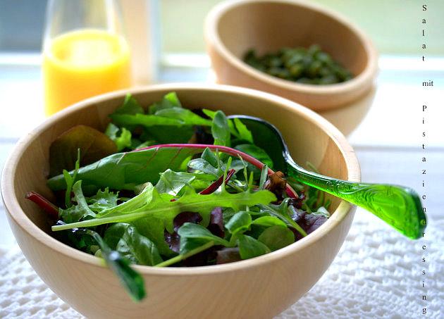 Salat mit Pistaziendressing