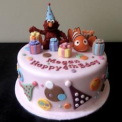 Elmo meets Nemo (J's Sweets) Tags: nemo elmo birthdaycake charactercake sugarfigurines