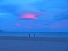 Anocheciendo (Luis M) Tags: marina paisaje personas nubes mlaga anochecer marmediterrneo torredelmar
