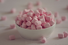 Pink mini marshmallows (Ali Llop) Tags: bowl candy chewy delicious dessert fat flufy food fullgroup marshmallow meal multiple pile several snak soft sugar sweet tasty unhealthy pink