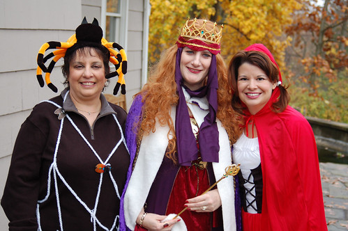 Halloween 2009: The spider, the Queen and Red.