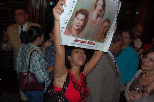Patricia Clama contra libro Angelita