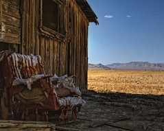 Ruined Rest (bob3052) Tags: day time outdoor shack southerncalifornia mojavedesert lucernevalley abandonedfarm tonemapped photomatrix bej sonya100 imagetype niksoftware photospecs bob3052
