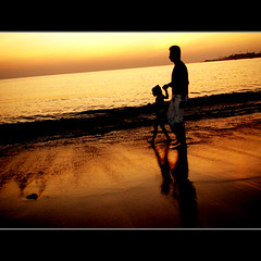 FATHER & DAUGHTER ( To KATHRYN BIGELOW) (DEVENDRA PAL(AWAY)) Tags: ocean sunset red sea sky sun india film beach nature yellow photography james golden oscar tramonto mare award best ombre kathryn cameron tribute pal director academy spiaggia devendra bigelow avataar mywinners abigfave anawesomeshot theoriginalgoldseal