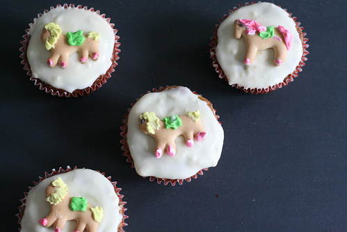 animal cupcakes from above
