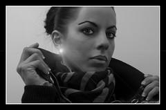 Destello1 (danhy10) Tags: cactus portrait bw blanco umbrella nikon flickr foto d70 retrato flash negro sb600 dani retratos paraguas tripode sabadell sentimientos strobist nostrobistinfo cactusv4 removedfromstrobistpool seerule2 danhy10