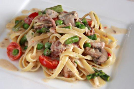 Creamy Asparagus Prociutto Fettucini 550