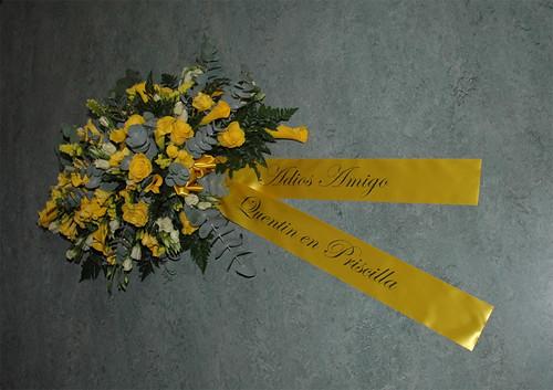 100mm geel lint met zwart bedrukt in Edwardian Script ITC