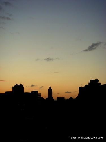 往西遙拍新光三越-2009.11.25