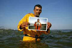 Romeiros Outtakes (Paulgi) Tags: ocean sea portrait man beach portugal canon photo europe catholic tradition outtake pilgrims romeiros minho bartolomeu paulgi sãobartolomeudomar