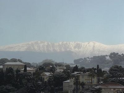 montagne derrière cannes.jpg