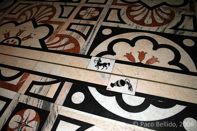 Línea meridiana del Duomo de Milán. © Paco Bellido, 2006