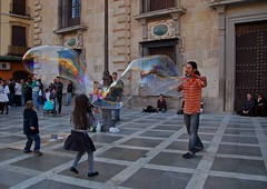 Super pompas (Cazador de imgenes) Tags: street espaa spain streetphotography andalucia granada streetphoto andalusia andalusien espagne spanien spagna spanje andalousie spania  spange