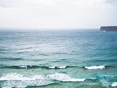 Wild landscape, Algarve (Matutino.) Tags: ocean blue sea sky cliff portugal water azul photography mar agua surf waves abril atlantic adobe cielo sur algarve tamron 18200 olas acantilado atlntico lightroom fotografa ocano 2011 d90 matutino bikon praiadobeliche eleazarlzaroguerra