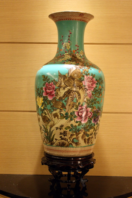 Collage China Treasure flower pot