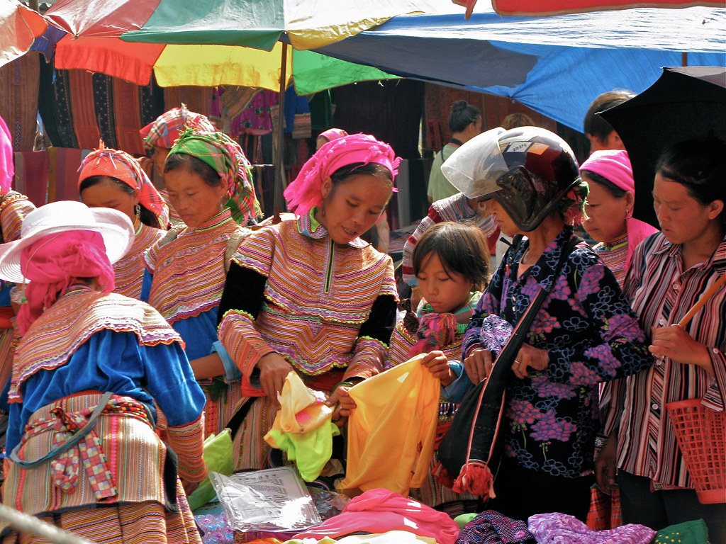 Bac Ha Market : Hill tribe women shopping for fabric... The louder the better. Vietnam