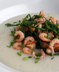 Jerusalem Artichoke Soup with Smoked Shrimp and Samphire (FotoosVanRobin) Tags: recipe soup samphire jerusalemartichoke recept soep salicornia pickleweed zeekraal queller glasswort sunchoke topinambur helianthustuberosus hollandsegarnalen topinamboer crangoncrangon kortarigezeekraal brownshrimp sunroot sandshrimp aardpeer commonshrimp marshsamphire aardperen soepje earthapple hollandsegarnaal grijzegarnalen commonglasswort noordzeegarnaal greyshrimp salicornedeurope dutchshrimp grijzegarnaal jeruzalemartisjok