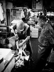 Working in Tsukiji (♫ RaZiel ♫) Tags: old fish man japan giant lumix tokyo asia market cut andrea panasonic tsukiji fisher 日本 東京 tuna mercato 築地 giappone tsukijifishmarket pescatore fux pesce vecchio 人 tonno raziel 肖像 tagliare 築地市場 東京都 中央区 アジア 日本国 ittico 亜細亜 fz8 panasoniclumixfz8 andreafux workingintsukiji