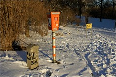 SOS Seelenretter - Soul Saver No. 2 (/RealityScanner/) Tags: city schnee winter snow germany photography call emotion sony hamburg atmosphere stadt instant environment sos feeling 500 alpha emergency tamron sternschanze umwelt schanzenpark notruf rotherbaum 281750
