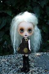 Ashes (Zaloa27) Tags: white doll ghost mohair blythe custom buttonarcade reinadesalem