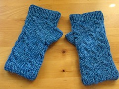 Finished: Twistler wristwarmers