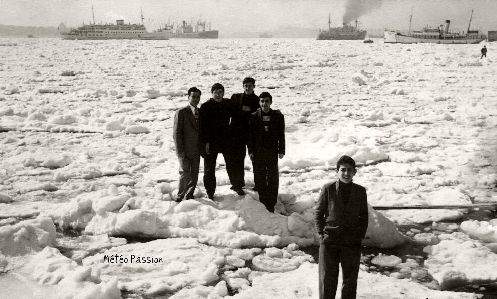 Bosphore gelé à Istanbul pendant l'hiver 54
