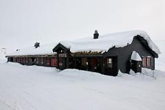Haukeliseter fjellstue (TrulsHE) Tags: winter white snow cold norway norge vinter cloudy dnt snø haukeli kaldt hvitt overskyet fjellstue haukeliseter turistforeningen