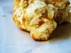 24 - english cream cheddar cheese scones