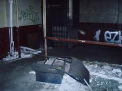 Portes (Raphael Drake) Tags: graffiti tag graff exploration peugeot usine 205 urbex urbaine abandonné desaffecté