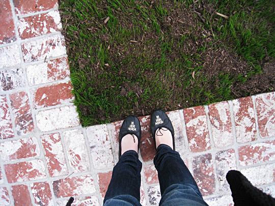 Grass+Studded Ballet Flats