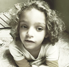 # Child (Carlos Fachini ™) Tags: face kids pessoa child sony dourado criança fotografia menina w130