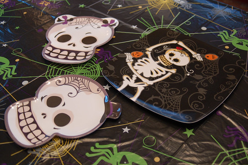 Halloween 2009: Cute skeleton plates.