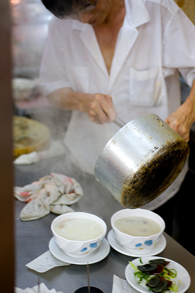 Making congee at at Nathan Congee and Noodle, Hong Kong