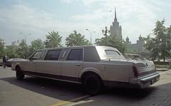 Stretch limousine (Umschauen) Tags: film geotagged hotel kodak moscow stretch 1992 canona1 coolscan moskau limousine kodakgold stretchlimo lincolntowncar crowneplazahotel krasnopresnenskaya stretchcar mezhdunarodnaya международной geo:lat=55754557 geo:lon=37558152