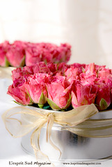 Pink rose centerpieces (L'esprit Sud Magazine) Tags: pink wedding roses holiday romantic bridal floraldesign centerpieces onlinemagazine bridaldesign lespritsudmagazine dazzlingflowerideas lespritsudmagazinebridaldesign
