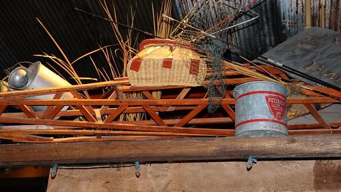 wood net grass basket tennessee shelf gatlinburg fishingpoles minnowbuckets