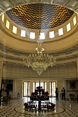 Cupola 3 (AchemsRaZor) Tags: india architecture canon hope hotel agra structure symmetry lobby chandelier cupola oberoi newday lightbeam amarvilas achemsrazor