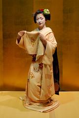 Maikodance02 (Jasper the Roclimbr) Tags: woman japan dance kyoto maiko geisha kimono naokazu