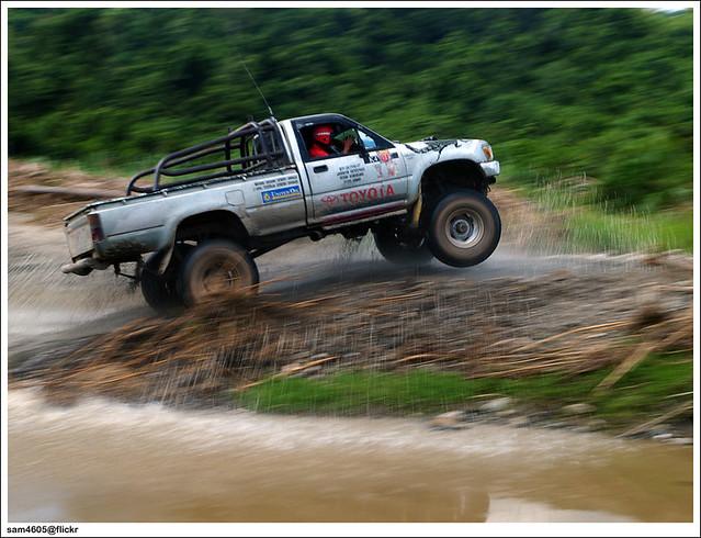 Cabaran 4x4 Matupang - Toyota Hilux LN106