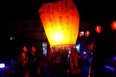 IMG_0570 (louistop()) Tags: sky festival night 35mm canon fire taiwan 5d lantern heavenly dpp 2010    pingsi pingxi skylantern heavenlylanternfestival  skylanternsfestival