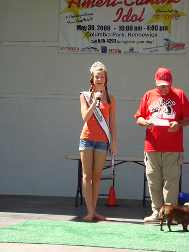 National American Miss Nicole emcee's the Ameri-Canine Idol competition