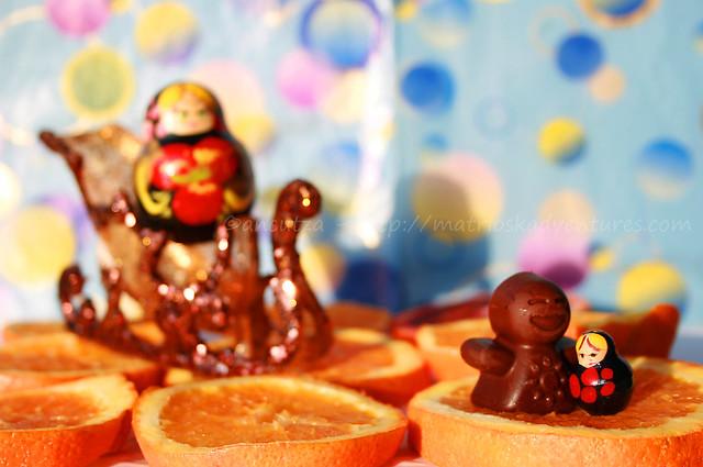 le divertenti avventure della piccola matrioska con l'omino di cioccolato