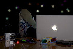 Digital Night (alevisuald) Tags: apple night digital computer macintosh shoes digitale scrivania notte piedi sb28 strobist yn465